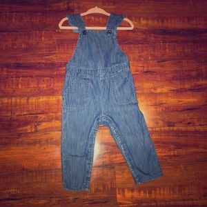 Gap baby girl denim overalls with ruffles 12-18 m